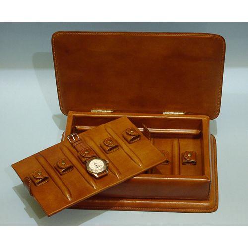 porta orologi cassettati in cuoio, con struttura in legno massello    -  www.bambule.it  #portaorologi #cuoio #artigianato #madeinitaly