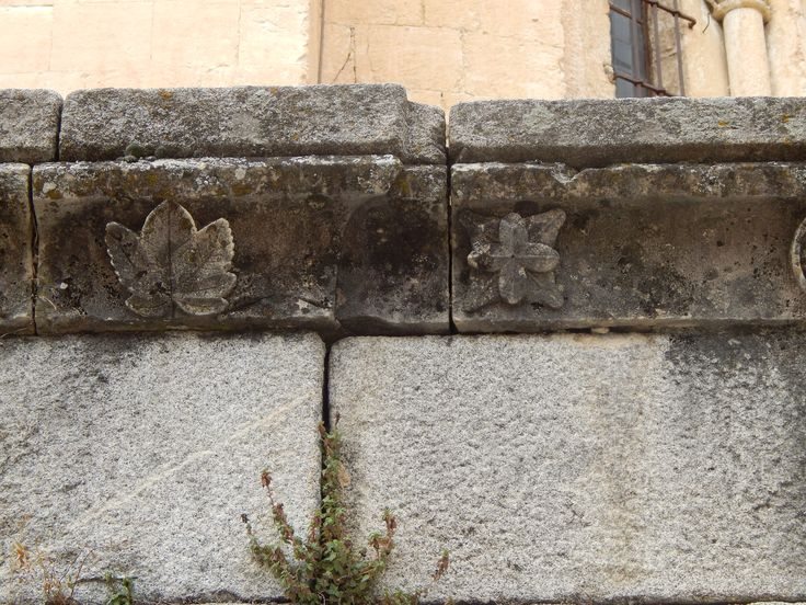 Stenen omheining bij een kerk in Segovia, Spanje