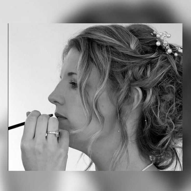 I love this image of me touching up this brides lipstick before she left her home. It's great to love your job I feel very lucky. I provide a mobile makeup service so if you are planning a 2017 or 2018 wedding get in touch to secure your date. www.themakeupgenie.ie  #themakeupgeniecork #corkmua #bridestobe #weddingmakeup #weddingscork #freelancer #mobilemakeupcork #makeuplover #bridesmaids #bridescork #corkbloggers #naturalbeauty #naturalbrides #beautycork #cork #makeupartistcork…