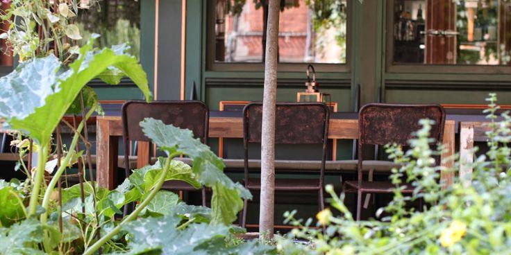 SNUP STILEN MED MALEDE HAVEMØBLER - Gardenfurnitures with a vintagelook