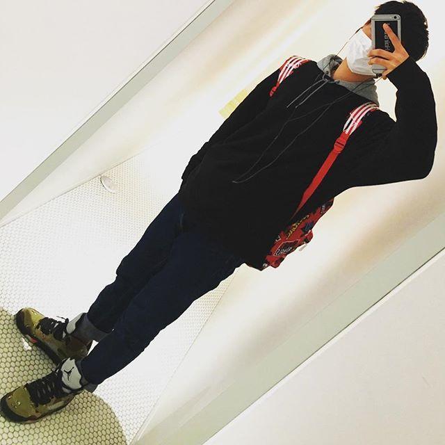 __well__known.jp#今日のコーデ#コーデ#ファッション#メンズ#スウェット#黒スウェット#デニムパンツ#spins#gu#adidas#nike #パーカー#リュック#スニーカー#nike#jordan#supreme #nikeairjordan#jordan5#jordan5supreme#いいね#フォロー