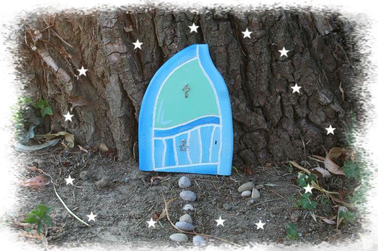 Porte de fée imitation planches de bois - bleu azur et vert d'eau - fairy door : Décorations murales par boisdesoluthe