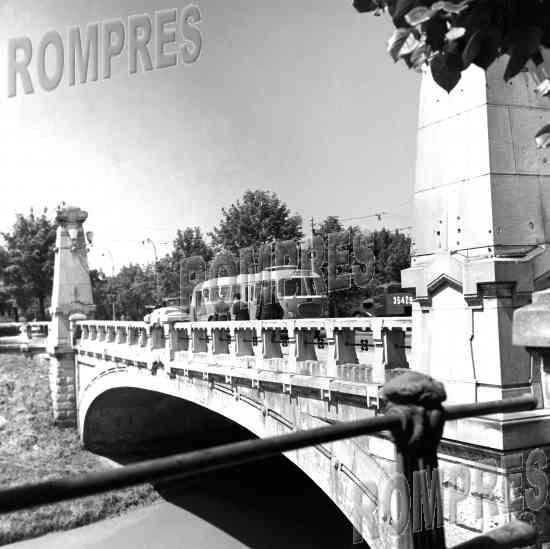 Vechiul pod peste Dambovita, la Eroilor.