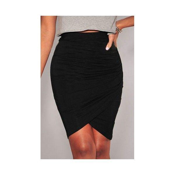 Falda negra de corte asimétrica