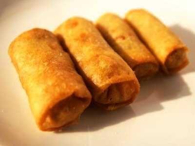 Lumpia - Disini ada cara membuat kulit dari video resep kue lumpia basah isi sayuran pisang coklat ncc tanpa telur goreng asli bogor semarang bandung paling renyah.
