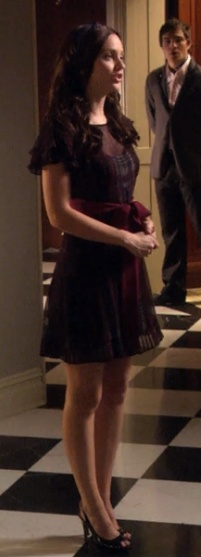 1x10 Cute dress. And Chuck in the background of course.