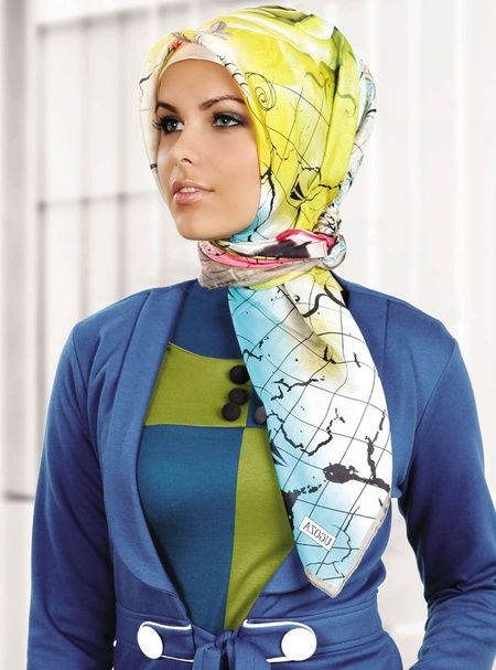 Foto : Wanita Turki biasanya menggunakan hijab satin dengan corak warna yang cerah. | Vemale.com, Halaman 3