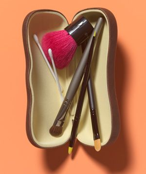 protect your investment! Keep your beloved make-up brushes safe and sound in an eyeglass case and never deal with bent bristles again!