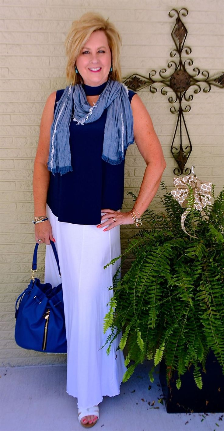 50 IS NOT OLD | NO NEED TO SHAVE THE LEGS | Maxi skirt | Navy and white | Classic | Monochromatic | Fashion over 40 for the everyday woman
