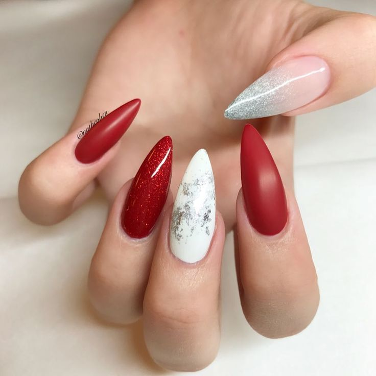 638 отметок «Нравится», 4 комментариев — Young Nails Sweden (@nathcohen) в Instagram: «Red is ❤️when is around the corner. All Young nails by @nathcohen on lovely @emmelinecohen _…»