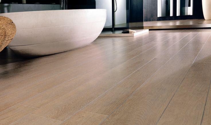 marca tendencia en la actualidad es el parquet cerámico, que consisten en una cerámica con aspecto de madera, que es ideal para los pavimentos y los revestimientos más exigentes, ya que es resistente al desgaste, al deslizamiento y a los impactos.