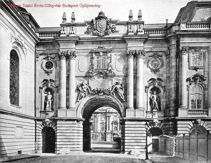"""Budavári Palota - Nyugati szárny Oroszlános kapuja  """"Balról pedig a néhai vártemplom egyik hatalmas ólomüveg ablaka."""" /Rupinder Singh/"""