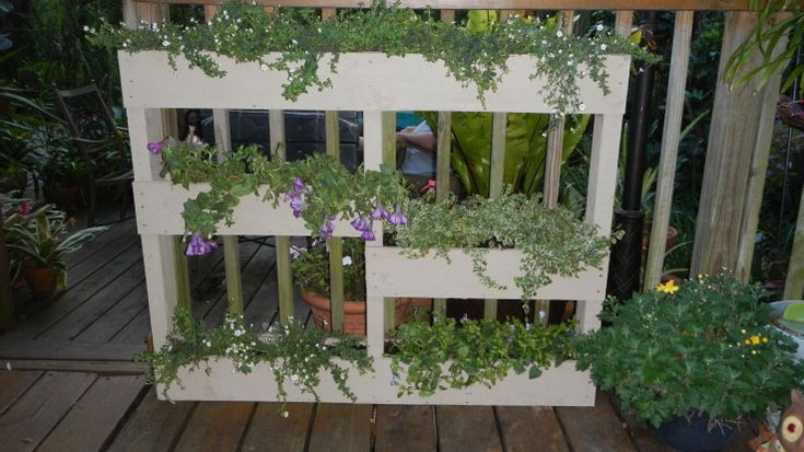 Maybe..Pallet Planters, Gardens Ideas, Pallets Planters, Vertical Gardens, Gardens Planters, Stands Up, Wood Pallets, Pallets Projects, Recycle Pallets