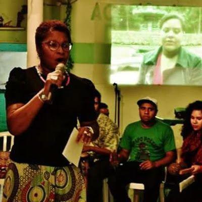 Lilian Rocha é natural de Porto Alegre/RS, Farmacêutica e Analista Clinica (UFRGS), Especialista em Homeopatia (ABH), Musicista (Liceu Palestrina), Poetisa, Facilitadora Didata de Biodanza (IBF). É autora do livro A vida Pulsa - Poesias e Reflexões, Editora Alternativa, 2013. Participante de inúmeras antologias poéticas brasileiras. Há 17 anos utiliza a Poesia como ferramenta em processos de Arte-Identidade em seus trabalhos de Ação Social, Biodanza e Educação Biocêntrica