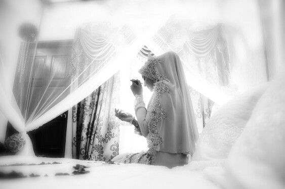 Final touch up by the bride.. love this shot tooooo much!! #wedding photography