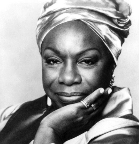 Nina Simone, pianiste, chanteuse , compositrice, fut non seulement l'une des plus grandes voix du jazz, mais aussi une vraie militante des droits civiques. Cette artiste unique s'est éteinte le 21 avril 2003.