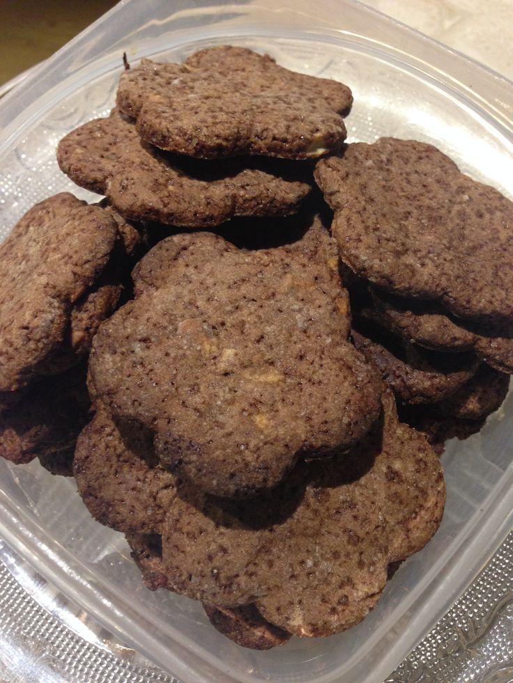 Biscotti al sapor di cioccolato... Ma con mele e carrube!