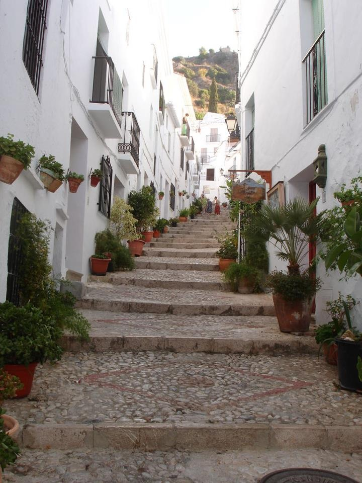 "Costa del Sol, the third purpose of the contest ""ColonHelp send you on vacation!"" Unique region in Europe, Andalusia Moorish past still bears traces of its wild and attractive scenery and idyllic villages, as Frigiliana, ""white village"". Details on http://concurs.colonhelp.ro/  Costa del Sol, cea de-a treia destinatie a concursului ""ColonHelp te trimite in vacanta!"" Andaluzia poarta inca urmele trecutului maur si atrage prin localitatile idilice, asa cum este Frigiliana, ""satul alb""."