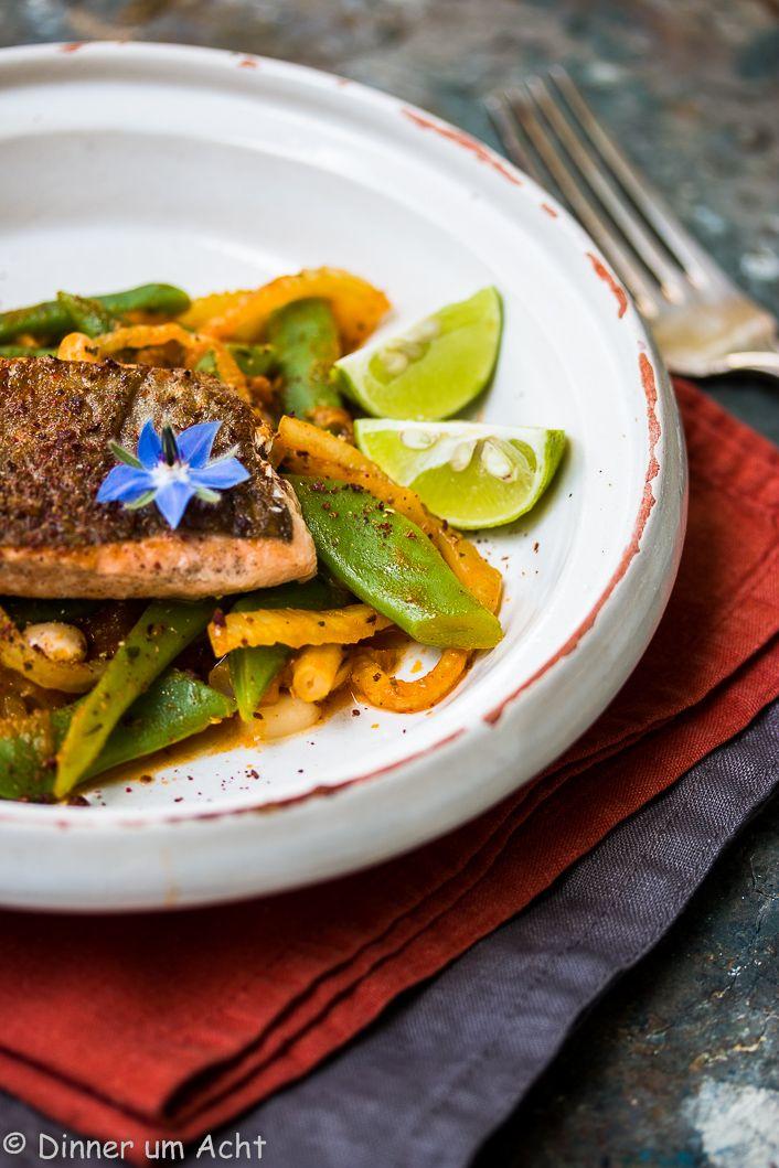 Bachsaibling auf der Haut gebraten mit dreierlei Bohnen, Fenchel und Miso-Tomaten | Dinner um Acht