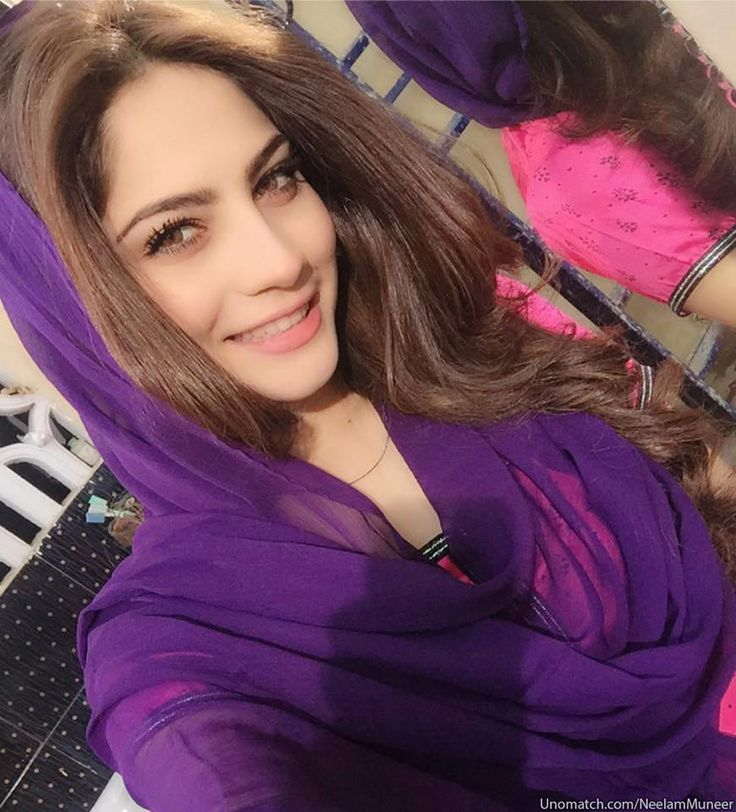 Attractive Glamorous Stani Actress Neelam Muneer With Family Photos