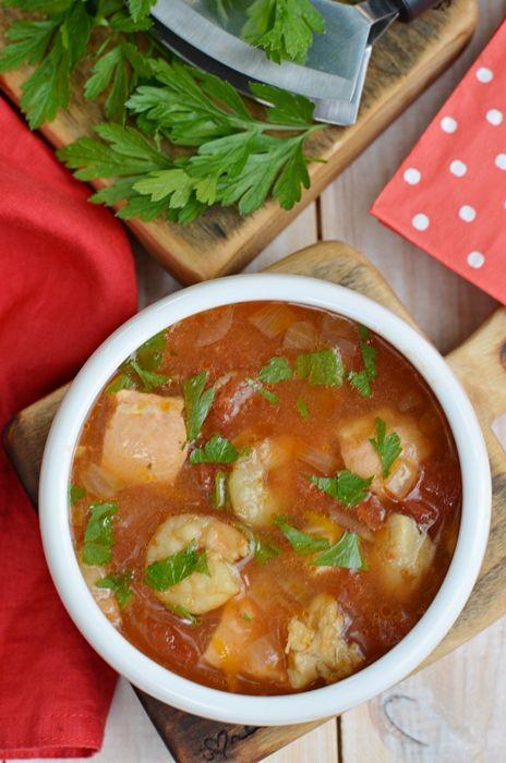 Absolutnie najsmaczniejsza zupa rybna . Połączenie ryb morskich i krewetek z pomidorami dało bardzo smaczny efekt końcowy . Serdecznie polecam :)
