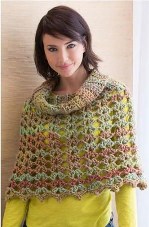 This bulky crochet poncho pattern is the perfect transitional piece, perfect for a chilly and breezy spring. Quick and easy to work up, this piece will look great over any tee or tank and will keep you warm until the summer sun starts shining.