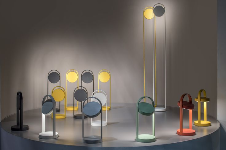Pedrali Giravolta   lampe nomade lampe sans fil lampe rechargeable petite lampe transportable vu au salon du meuble de milan euroluce 2017 salone del mobile di milano 2017