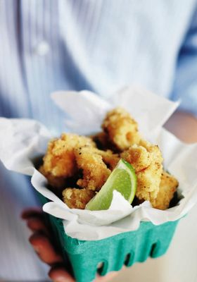 love the presentation of the salt & pepper fried squid in a strawberry punnet!  ||  Love Loans + Linen | Palm Beach 2108