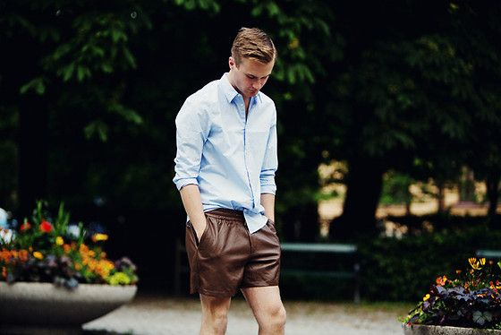 LEATHER SHORTS (by Gustav Broström) http://lookbook.nu/look/3657933-LEATHER-SHORTS