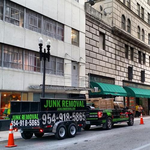 Miami junk removal : We are proudly serving Miami area and we are 20% less expensive than other Junk Hauling Services!