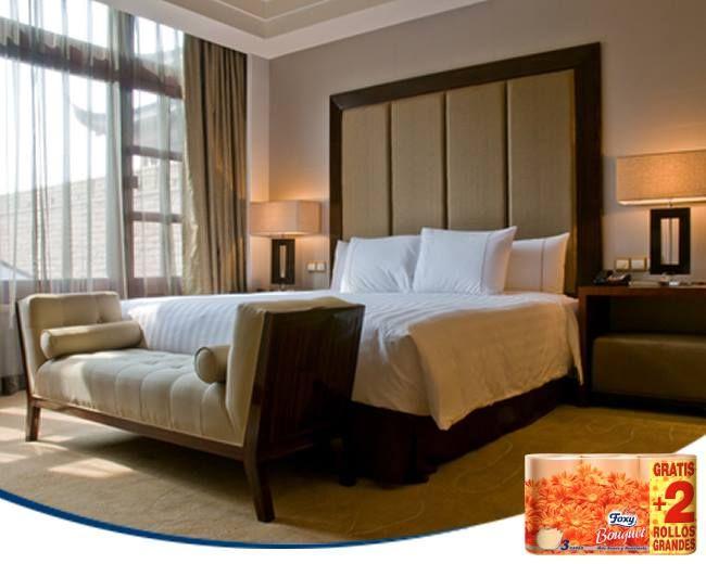 Los elementos textiles aportan calidez y confort a tu dormitorio. Cojines, telas en lugar del cabecero o plaids darán un toque más acogedor a tu área de descanso.
