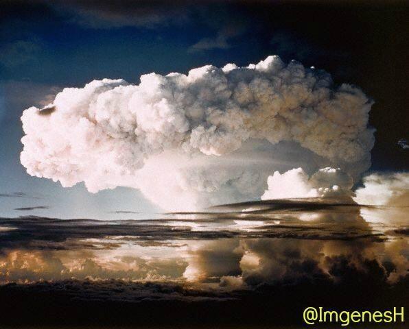 #TalDíaComoHoy en 1952 se detona Ivy Mike,la primera bomba de hidrógeno en Enewetak,un atolón de las Islas Marshall.
