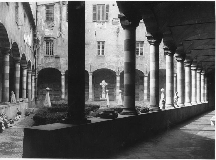 Il chiostro del Monastero di S. Agostino, Genova, adibito a museo nel 1939 / The triangle-shaped cloister in the Museo di S. Agostino, Genoa (Photo: Erminio Cresta, 1939)