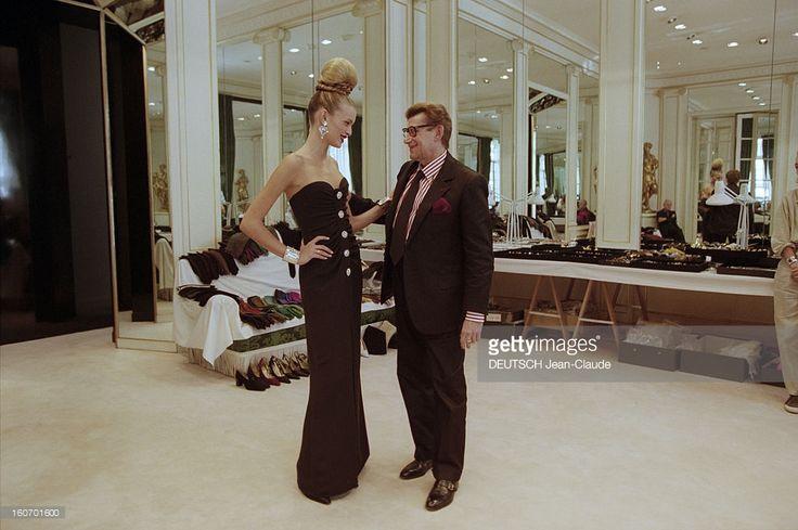 yves-saint-laurent-prepares-his-fallwinter-19992000-couture-en-1999-picture-id160701600 (1024×681)