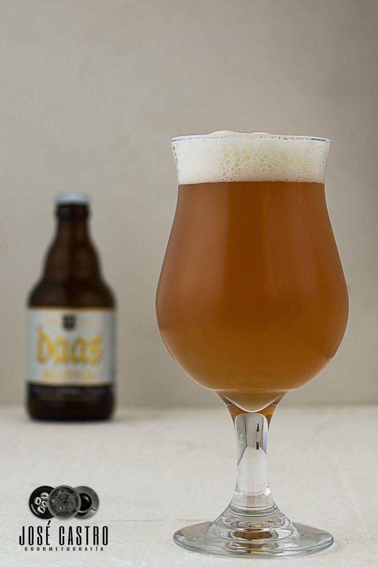 Daas Blond, a belgian blond ale by Brasserie de Brunehaut.