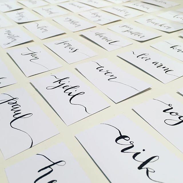 Bordkort til #bryllup ☺️ #wedding #tablecard# #bordkort #calligraphy #kalligrafi #homemade #handlettering #dailylettering #typecomesfirst #type #typography #lettering #calligraphy #typematters #thedailytype #goodtype #typeverything #calligritype #typographyjournalsubmission @handmadefont #typespire #showusyourtype #typedaily @typecally #typegang #TYxCA #thedesigntip