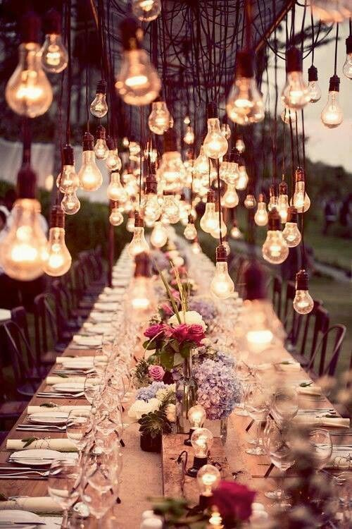 Beautiful! Loving the lights! #wedding #decoration #table #boda #decoración #outdoor #lighting  I love this, the lights at different levels really works. While the multiple cords hanging down lends an industrial air to the atmosphere, the very soft, pretty table decorations balance it out nicely.