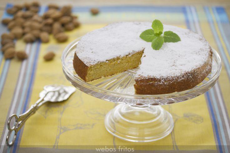 Esta tarta de almendra y calabaza es de mis favoritas. Suave, jugosa… y con una sola pega: no se puede comer una sola porción.