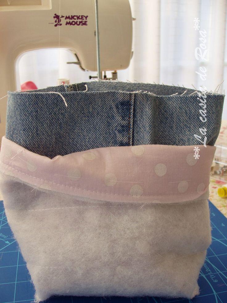 Aprende cómo hacer una bolsa de aseo totalmente personalizada. Entra en el blog de costura La Casita de Rosa y descubre todos nuestros tutoriales.