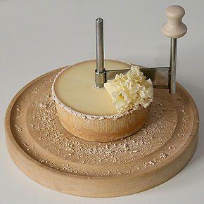Tête de Moine est une appellation suisse protégée par AOC désignant un fromage à base de lait de vache cru et entier.  Ce fromage est unique par son mode de consommation sous forme de rosettes obtenues à l'aide de la « girolle ».  http://fr.wikipedia.org
