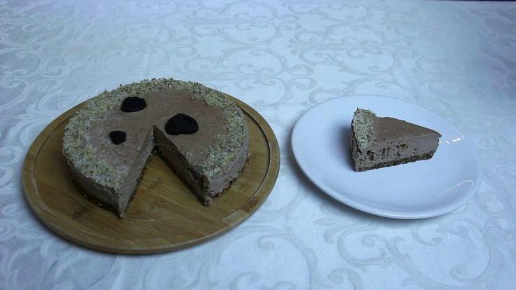 Tort raw-vegan cu ciocolată și nucă