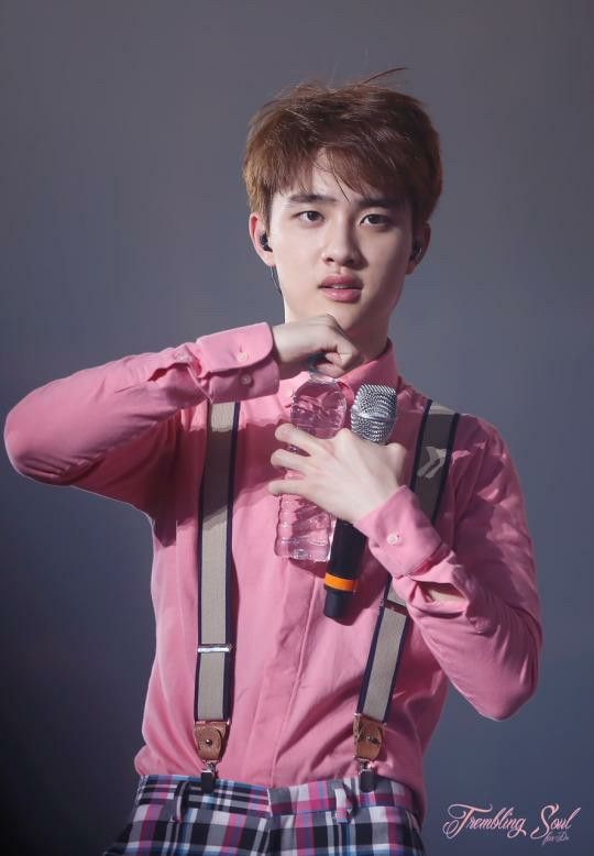 Pink is really suit to him. He is much cute in pink