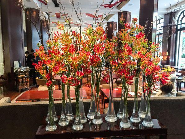 Création florale du #fleuriste Baptiste Pitou pour le Royal Monceau @raffleshotels #Paris, #Aoyama Flower Market http://www.pariscotejardin.fr/2017/02/creation-florale-du-fleuriste-baptiste-pitou-pour-le-royal-monceau-raffles-paris/