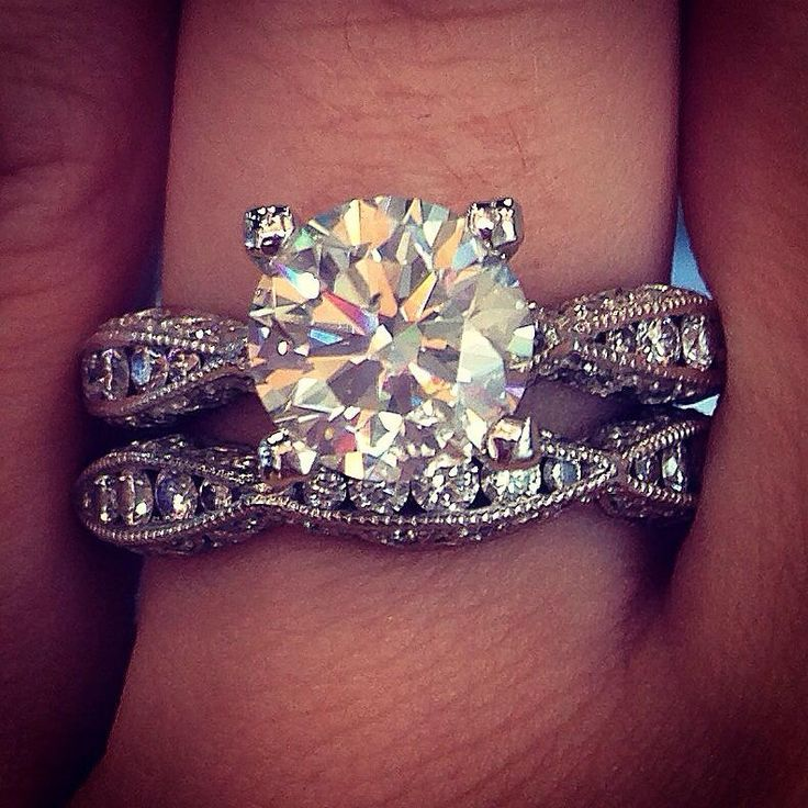 Love the undulating crescent waves on this Tacori wedding band set.  Even prettier on the hand...