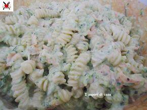 Pasta fredda con salmone affumicato zucchine e yogurt