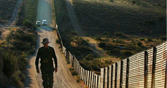 Ha tomado posesión el demagogo fascistoide en los Estados Unidos y su encono contra México comienza a materializarse. Sus decretos contra la migración y su decisión de construir una muralla que proteja a su feudo de la amenaza de los bandidos bárbaros del territorio vecino, con una lógica medioeval,