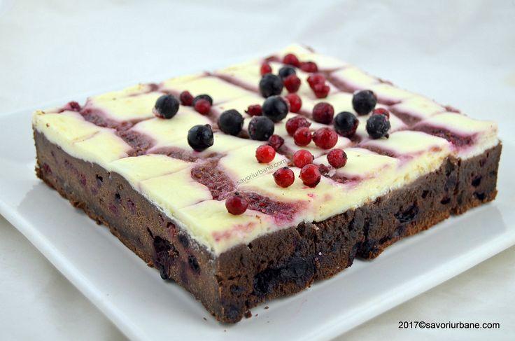Negresa cu fructe de padure si crema de branza. O brownie cheesecake cu ciocolata, plina de fructe de padure. Negresa trebuie sa fie umeda si frageda,