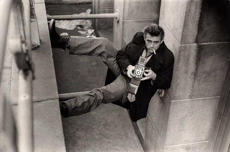 © Foto de Roy Schatt. James Dean e sua Rolleiflex. Nova York, 1954.