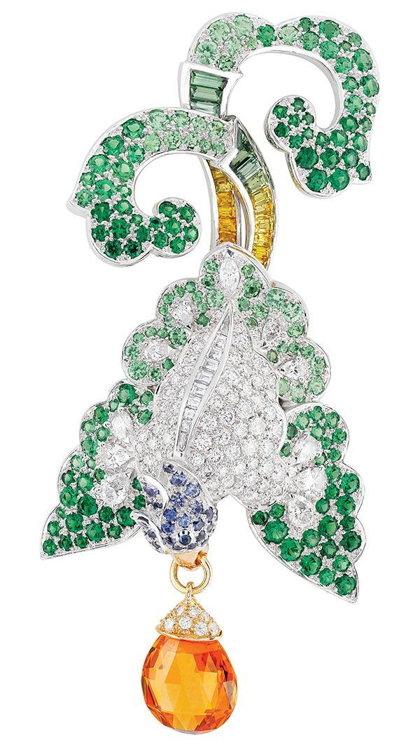 Oiseau Oriental Clip from the Birds of Paradise Collection, Van Cleef & Arpels 5.46-carat briolette-cut mandarin garnet, multicoloured sapphires, tsavorite garnets and diamonds set in 18K white and rose gold. www.vancleefarpels.com #GoldJewelleryBirdOfParadise