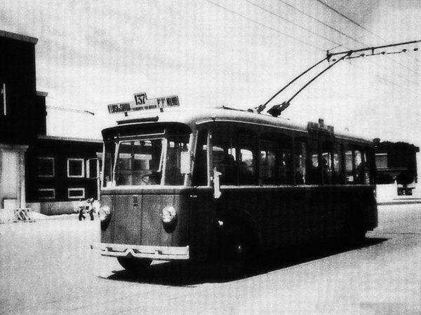 L'8 Gennaio del 1937 entrano in servizio le prime due linee filoviarie, la linea 137 da via Maria Luisa di Savoia al piazzale di Ponte Milvio e la linea 138 da via Maria Luisa di Savoia a viale Pinturicchio.